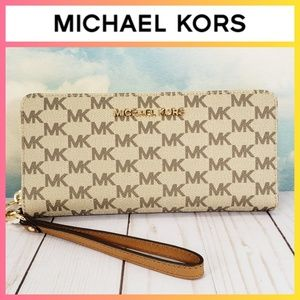 Michael Kors Travel Continental Wallet Wristlet